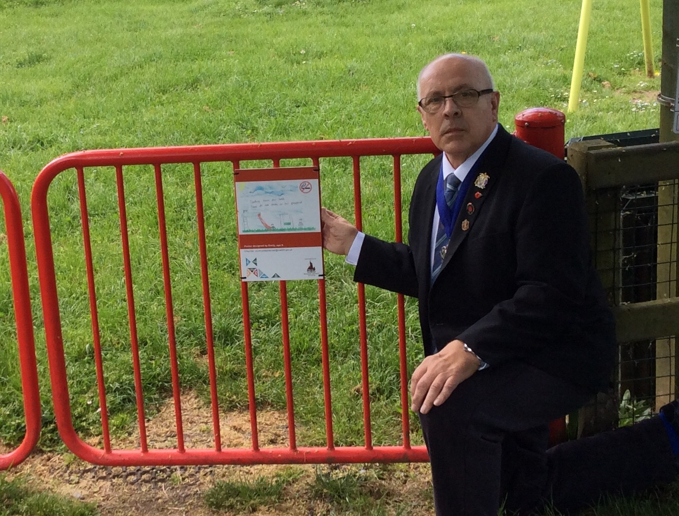 Cllr Pudney supporting no smoking in our park 2